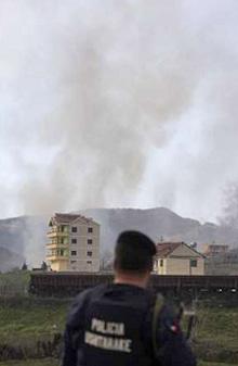 Десетки загинали при взривове във военна база край Тирана