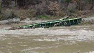 Придошлите води на р. Струма отнесоха понтонния мост край Благоевград