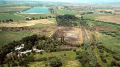Охлаждат почвата в района на взривения склад