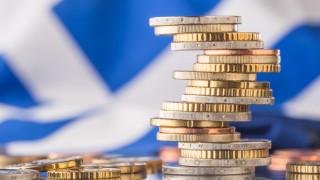 Гръцката сага продължава с орязване на пенсиите и вдигане на данъците