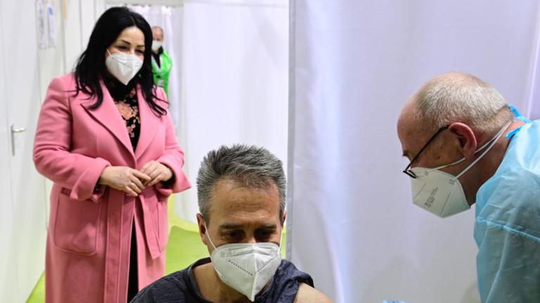 Повечето германци одобряват решението да се спре ваксината на AstraZeneca