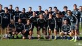"""Лука Модрич показа """"Златната топка"""" на колегите си от Реал"""