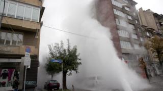 """""""Гейзер"""" с вряла вода наводни локалното на столичен булевард"""
