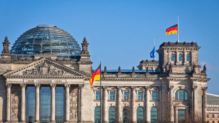 """Притискат Меркел да е по-твърда за санкциите на САЩ срещу """"Северен поток 2"""""""