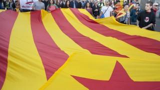 Мадрид изпрати хиляди полицаи в Каталуния