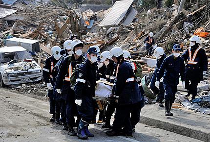 16 000 са загиналите и изчезнали в Япония
