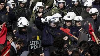 Сблъсъци и сълзотворен газ на протестите в Гърция