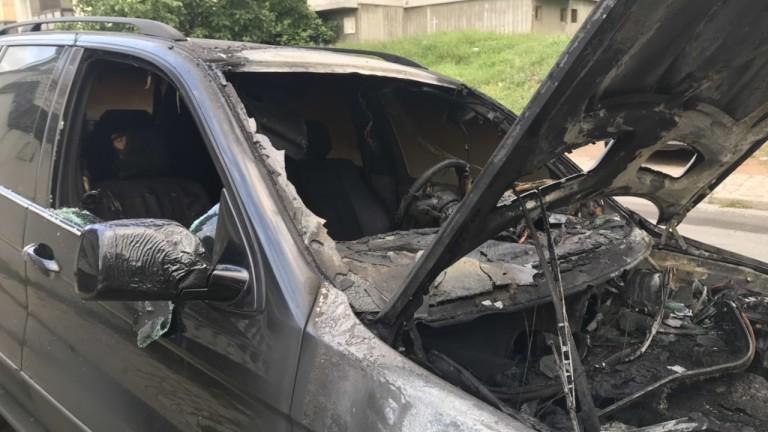 Кола изгоря на паркинг в Казанлък, съобщава БГНЕС. Автомобилът е