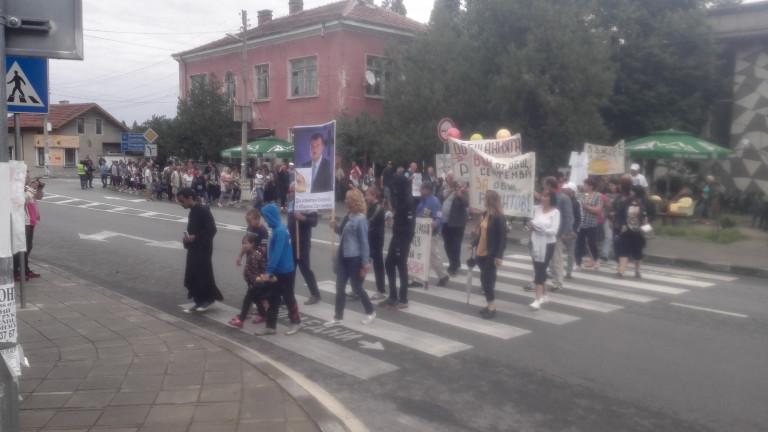 Протест срещу кмета на Септември затвори пътя Пазарджик-Велинград