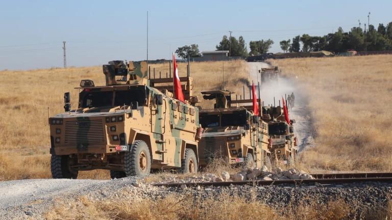 Турските сили засилват бомбардировките си около град в североизточна Сирия