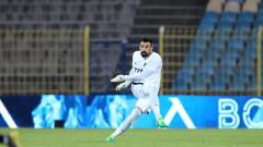 В Черна гора засипаха със суперлативи вратаря на Левски Милан Миятович