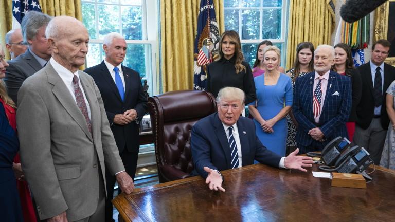 """Тръмп се срещна с астронавтите от """"Аполо 11"""""""