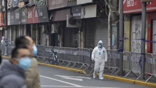 """Китай хока САЩ за """"политизирането"""" на разследването на СЗО за произхода на коронавируса"""