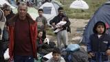 Евакуират мигрантите от лагера до Идомени