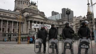 Аржентина приема болезнен бюджет със строги икономии
