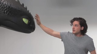 Първият досег на Джон Сноу до дракон