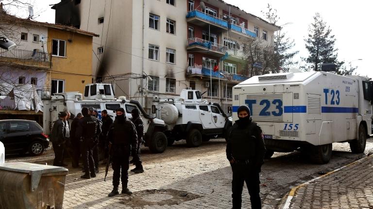 Арести на университетски преподаватели в Турция заради декларация