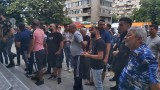 Протестиращи щурмуваха болницата в Сливен заради смъртта на 15-годишно момиче