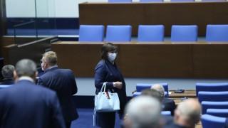 Нинова: Управляващите отхвърлиха мерки в помощ на 5 млн. българи