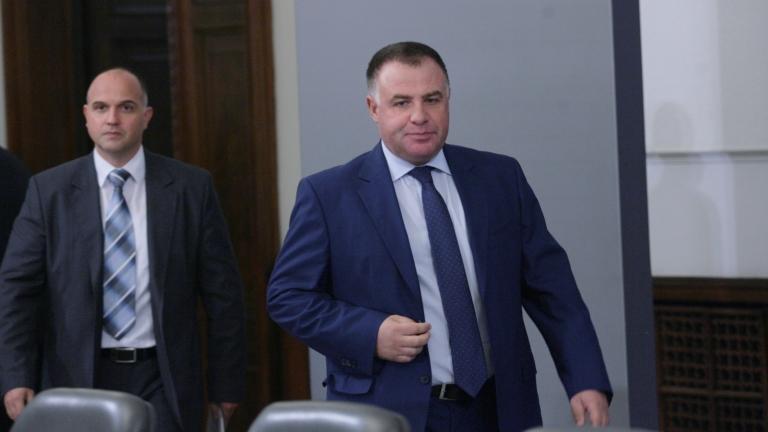 Занижен контрол е причината за скандала с къщите за гости според Мирослав Найденов