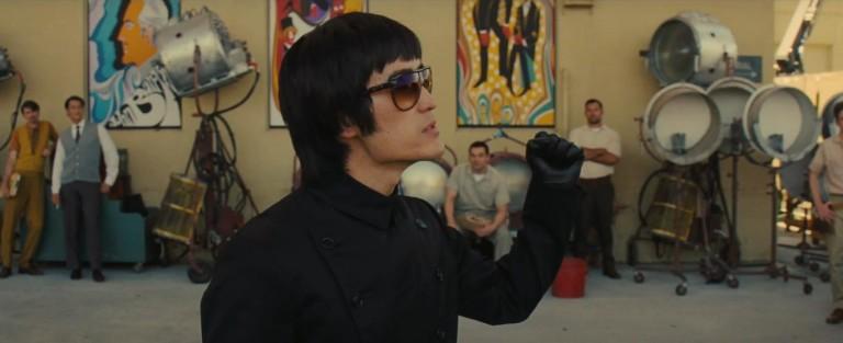 Майк Мо в сцена от филма