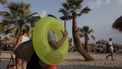 Гърция отчете заразен българин в Тасос и увеличение на заразени туристи в страната
