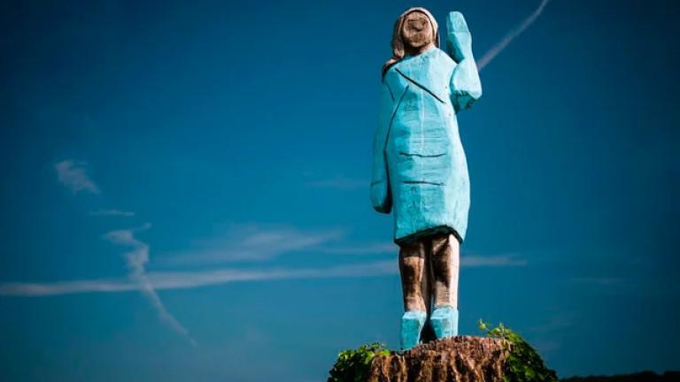 В Словения подпалиха дървената статуя на Мелания Тръмп