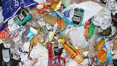 Армията се заема с боклука в Неапол, полицията се провали