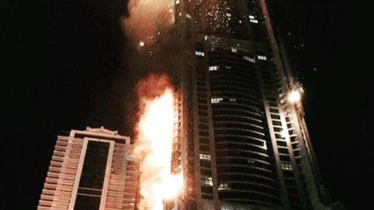 Снимка: В Дубай отново горя небостъргача Факел