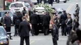 Стотици си казаха последно сбогом с Уитни Хюстън