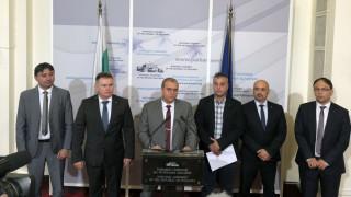 Държавата да се изплати незабавно на фирмите и гражданите, искат от ВМРО