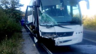 Подпалил се автобус в София удари 3 коли