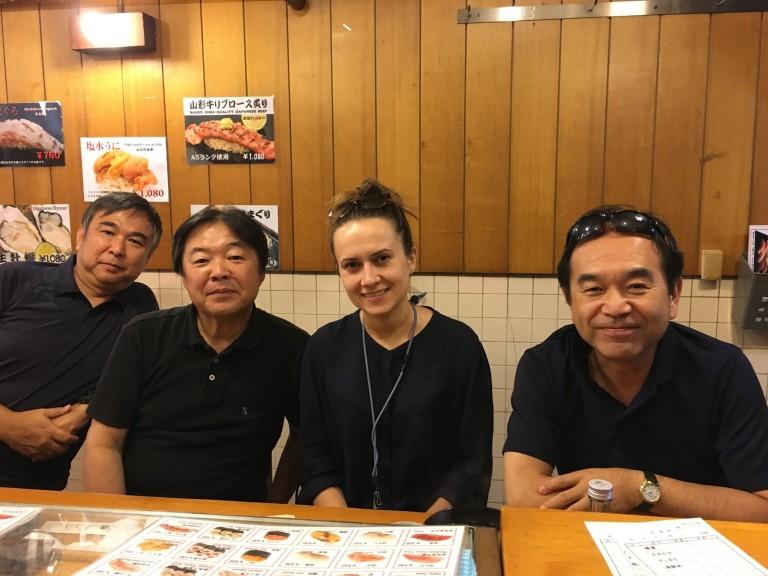 Ивелина със своите мениджъри от Mitsubishi в традиционен японски ресторант
