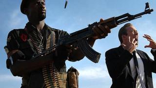 885 разрешения за оръжия през 2007 година
