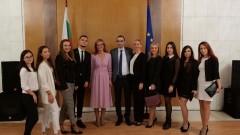 Захариева се надява българските студенти в Русия да получат право на работа