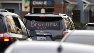 Полицаи уволнени заради убийството на Бреона Тейлър