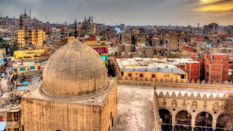 Арестуваха 11 сътрудници на летището в Кайро по предварително обвинение