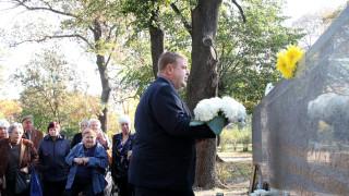 Каракачанов почете паметта на войниците, загинали в мирно време