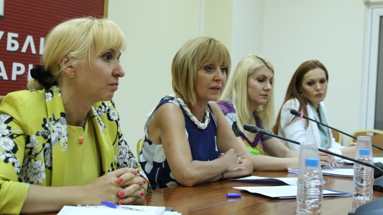 Адвокати се жалват пред омбудсмана Мая Манолова за проблеми при