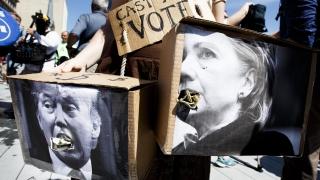 Тръмп би бил заплаха за жените като президент, отсече Клинтън