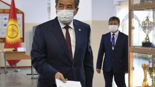 Не е обсъждана оставката на президента на Киргизстан