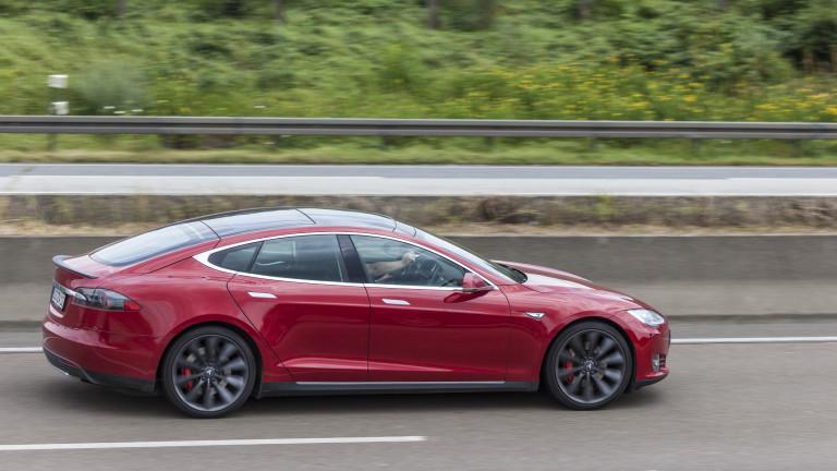 Как Fiat всъщност плаща за новия завод на Tesla в Германия?