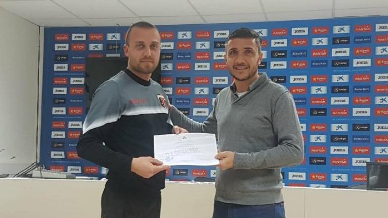 Треньор на Локо (Пловдив) завърши стаж в Еспаньол, срещна се с Христо Стоичков