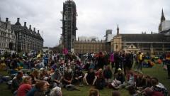 Природозащитници блокираха входа на фондовата борса в Лондон