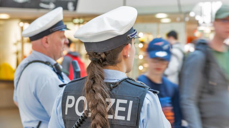 Четирима нападнаха мол в Берлин, има тежко ранени