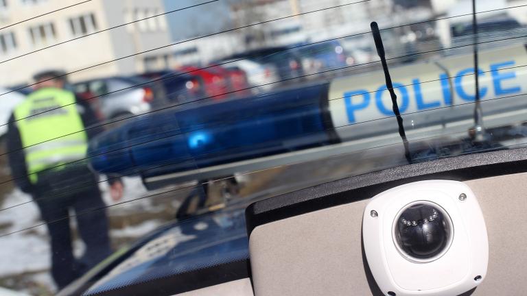 Задържаха мъж за стрелба с газов пистолет в София