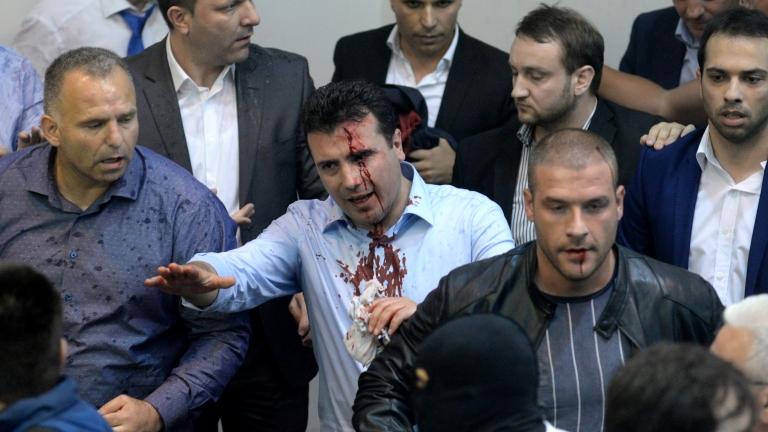 Зоран Заев обвини ВМРО-ДПМНЕ за погрома в македонския парламент