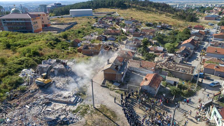 """Бутат 97 незаконни къщи в ромския квартал """"Лозенец"""" в Стара Загора"""
