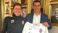 Веселин Бранимиров подари екип на Зоря на футболния общественик Кирил Евтимов
