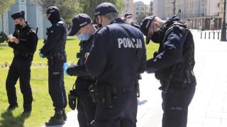 В Полша предупреждават за биотероризъм с пакети със семена от Китай